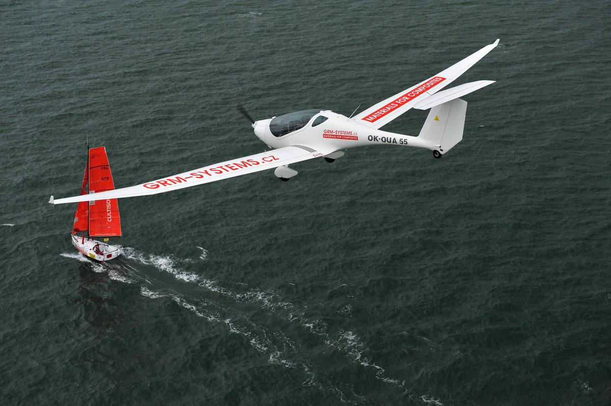https://www.motorgliders.org/uploads/monthly_2015_12/phoenix_with_red_sailboat.jpg.440823727184727bc6afede8b173fe79.jpg